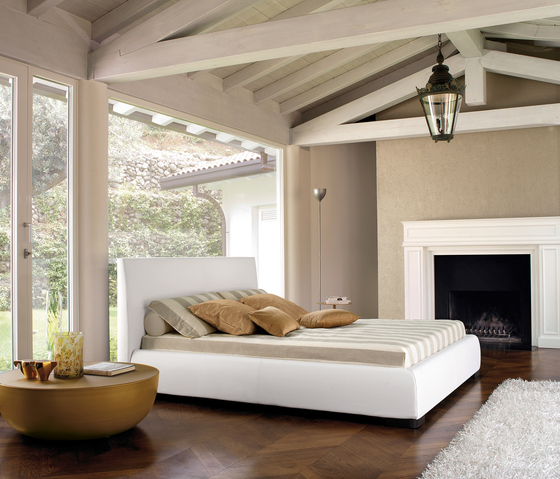 http://cdn.freshome.com/wp-content/uploads/2012/12/White-Minimalist-Bedroom-Zen-Decor-of-Bonaldo.jpg